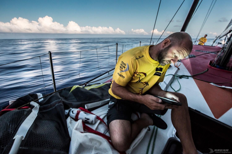 沃尔沃,南美洲,海盗船,中国,水手 东风队领跑第六赛段,水手兴奋卖萌。爱生雅队修复器械故障,依然保持谨慎。