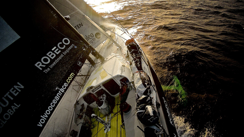 """百慕大三角,阿布扎比,沃尔沃,北大西洋,墨西哥湾 """"洋中之海""""美丽与危险并存,马尾藻阻碍航行。""""五月病""""爆发,环境多变水手感疲惫。"""