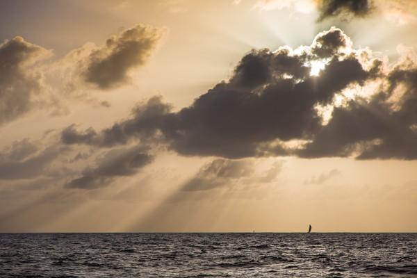 """百慕大三角,波多黎各,沃尔沃,突如其来,科学发展 迷思破解!揭开神秘""""魔鬼三角""""区域——百慕大三角超自然之谜的真相。"""