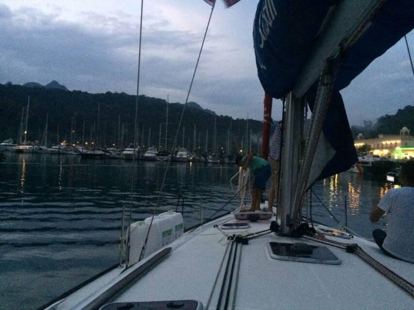 两千五百海里回家路之3-24小时的航行到兰卡威遭遇暴风雨 进港