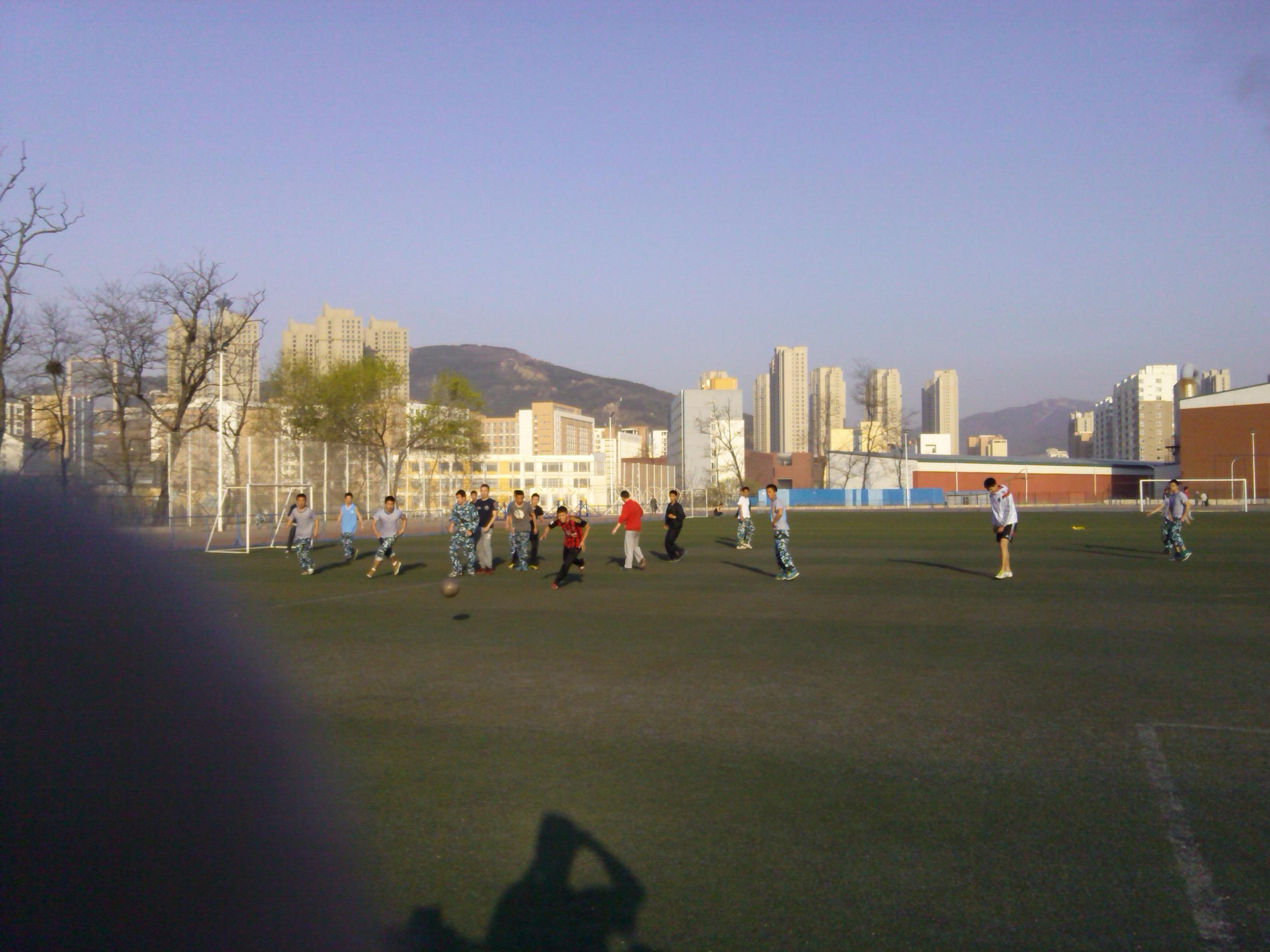 大连海事,图片,大学,帆船 大连海事大学帆船队之我们的那些事 一起训练,当然也要一起踢球!