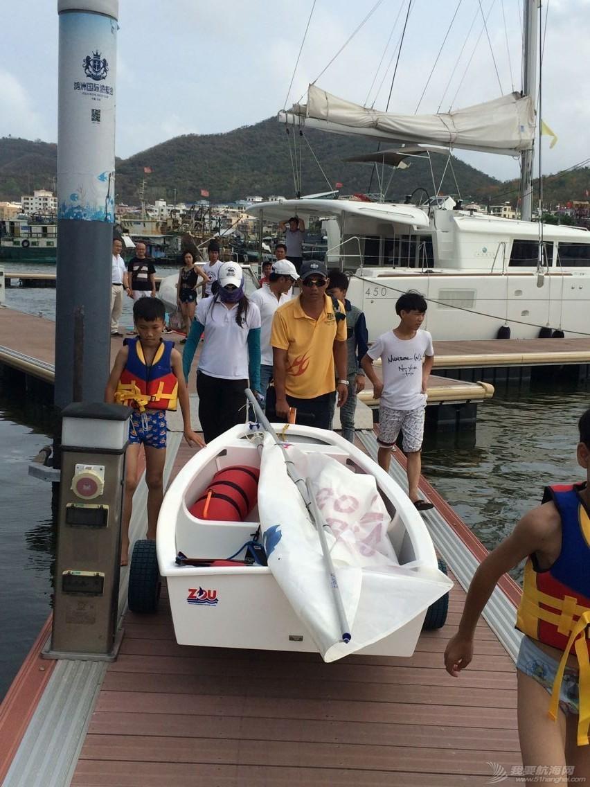 鸿洲国际游艇会帮扶渔民子女OP级帆船培训班,今天正式开课! 558058d889359a7543348c35a35e9e52.jpg