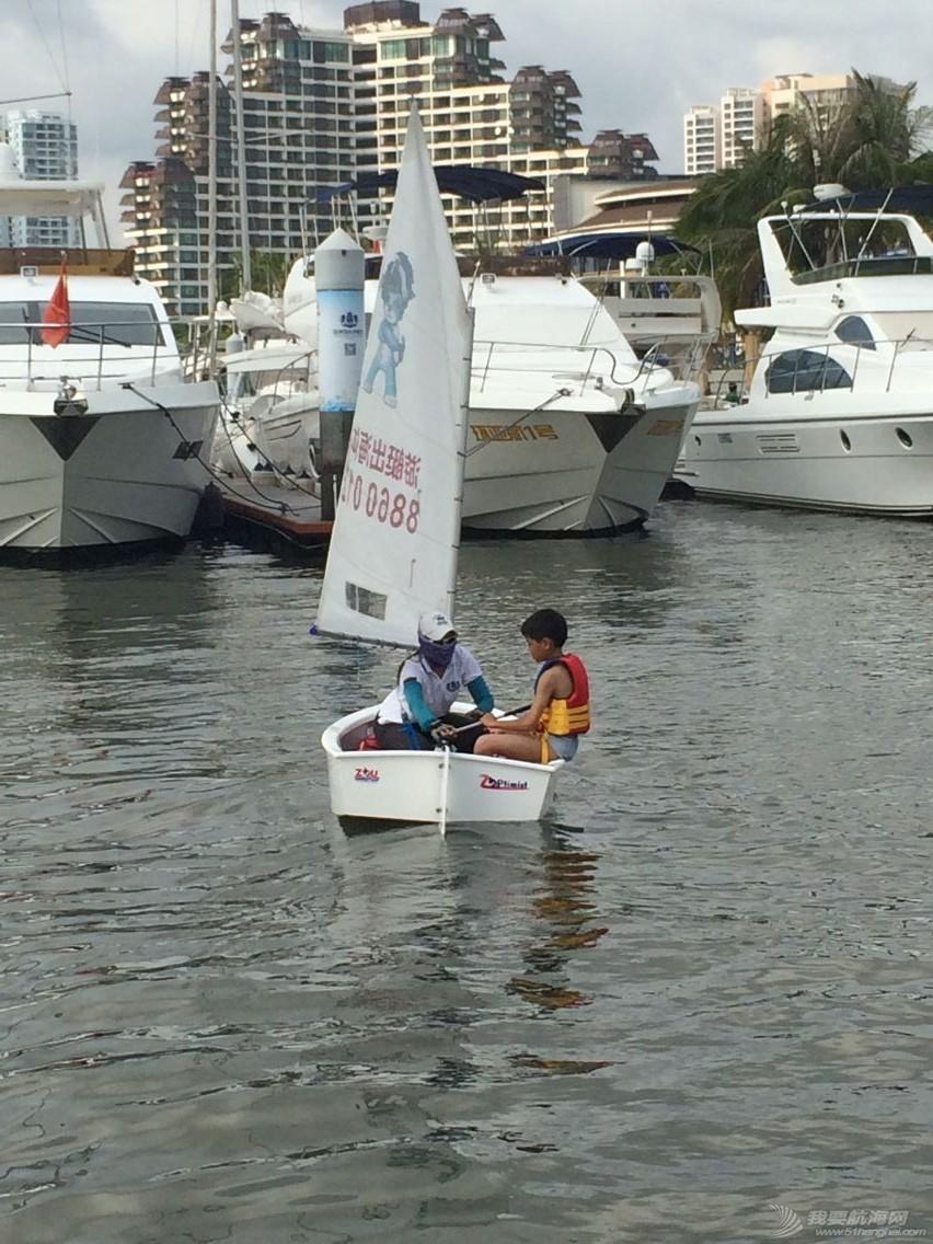 鸿洲国际游艇会帮扶渔民子女OP级帆船培训班,今天正式开课! c7c348f14527bb125ef6605148e4ca1e.jpg