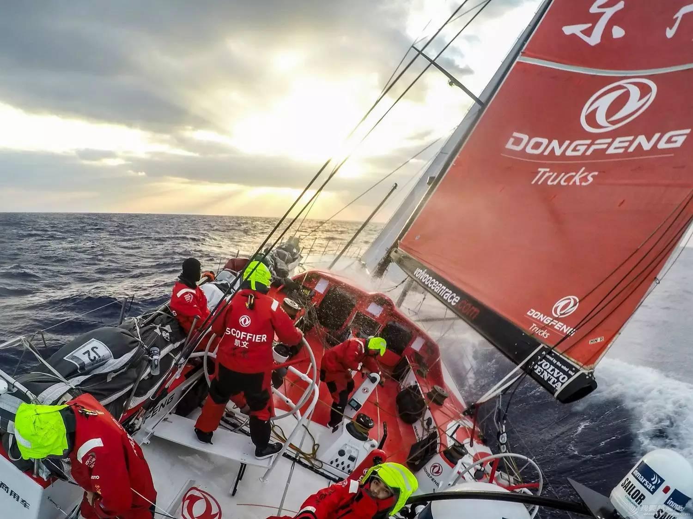 沃尔沃,阿布扎比,领奖台,传奇,帆船 沃尔沃环球帆船赛:九个月奋斗铸就最荣耀时刻 58ccf0f5409803482f189100d06a2e0a.jpg