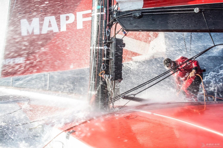【视频+图片】最精彩十张照片带你回顾2014-15沃尔沃环球帆船赛九个月的难忘时光 e9a9b5bc255a6452f9b1eba16fe537b3.jpg