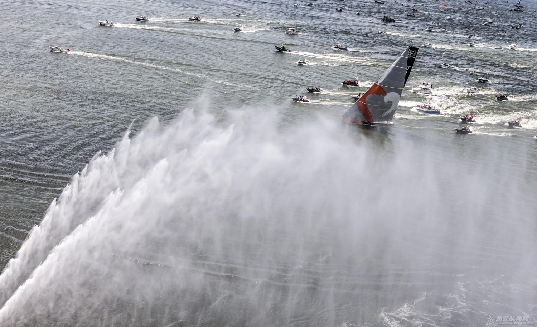 【视频+图片】最精彩十张照片带你回顾2014-15沃尔沃环球帆船赛九个月的难忘时光 b6d53fc64d365e7597fa08c5a9bbf720.jpg