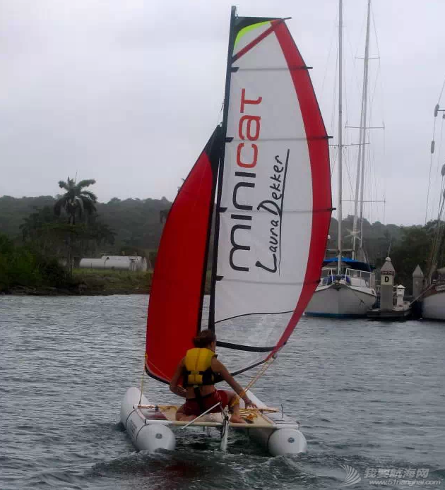 MINICAT充气式帆船代言人 Laura Dekker-最年轻的单人环球航海者 4.png
