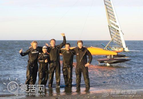帆船,VSR2,历史纪录,冲浪风筝 疯狂老外打破帆船世界纪录 最高速度超100KM/h d83e43e5a5e1f5da_thumb.jpg