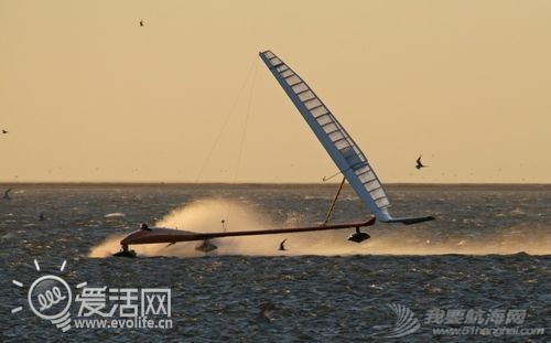 帆船,VSR2,历史纪录,冲浪风筝 疯狂老外打破帆船世界纪录 最高速度超100KM/h ffd6172a7bfbc020_thumb.jpg