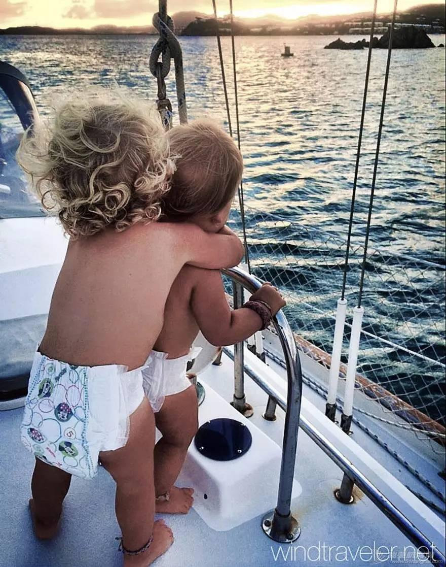 美国一对夫妇在海上漂流四海为家,这时候他们三个小孩出生了。。
