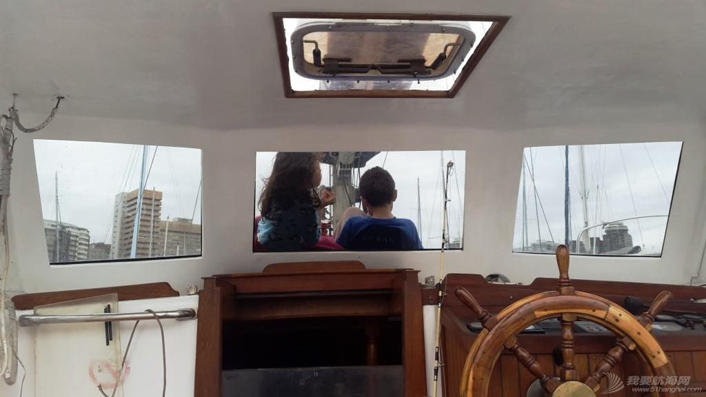我们是如何选择适合我们四口之家的帆船的? Cockpit