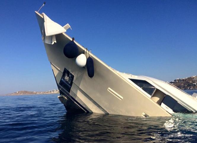 腾讯新闻,人员伤亡,工作人员,夜生活,人民币 明天和意外你永远不知道哪个先来,价值3900万豪华游艇触礁沉没。 5.png