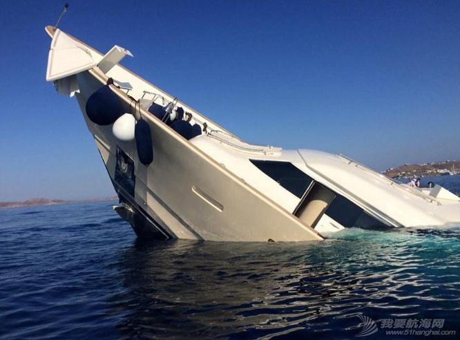 腾讯新闻,人员伤亡,工作人员,夜生活,人民币 明天和意外你永远不知道哪个先来,价值3900万豪华游艇触礁沉没。 4.png