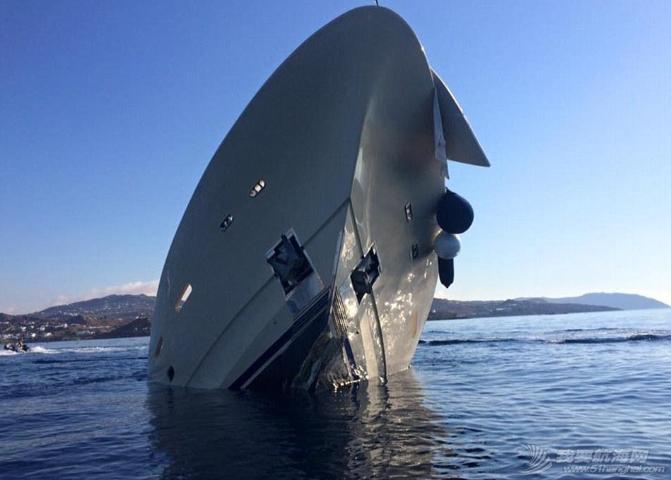 腾讯新闻,人员伤亡,工作人员,夜生活,人民币 明天和意外你永远不知道哪个先来,价值3900万豪华游艇触礁沉没。 2.png