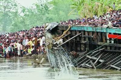 利比亚难民,意大利,遇难者遗体,沉船事故,地中海 【盘点】近年来全球重大沉船事故丨港口圈 e6ecc2043f2b45ac80af9b3aaeccf35e.jpg