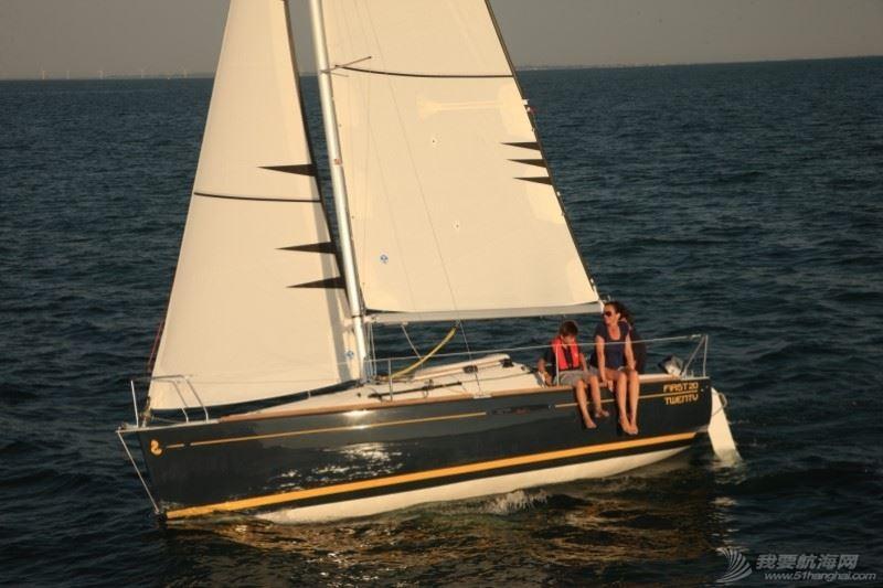 帆船 Beneteau First 20 博纳多锋士20英尺单体帆船 nav.jpg