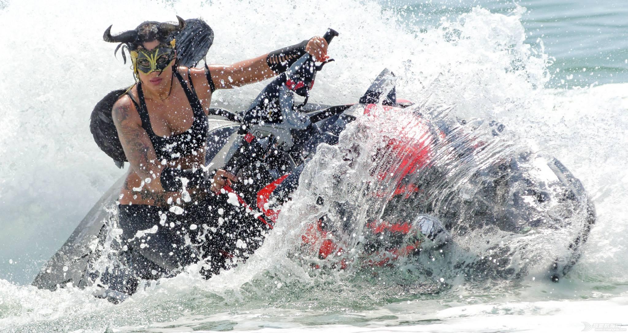"""穿比基尼,水上运动,阳光沙滩,爱好者,救生衣 """"艇""""胸而上 带你浪 e4164edf76553977d5a00ce1c0457015.jpg"""