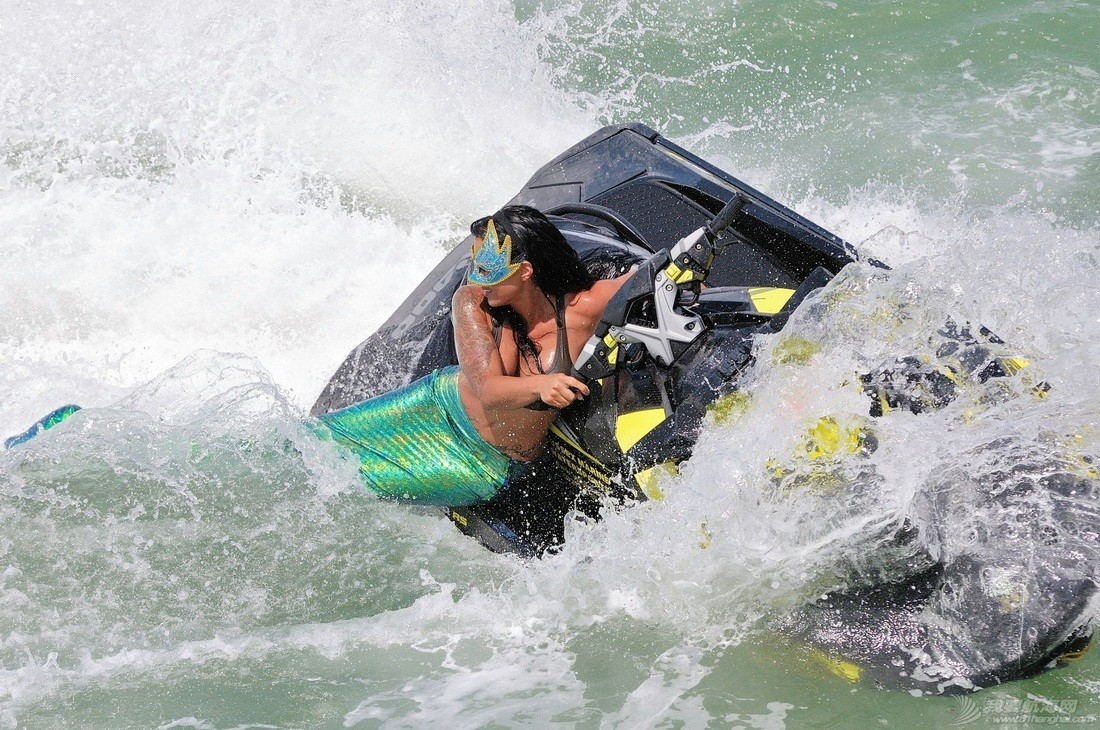 """穿比基尼,水上运动,阳光沙滩,爱好者,救生衣 """"艇""""胸而上 带你浪 796cf7689a9a1a6a7d5fe134ded8c1cf.jpg"""