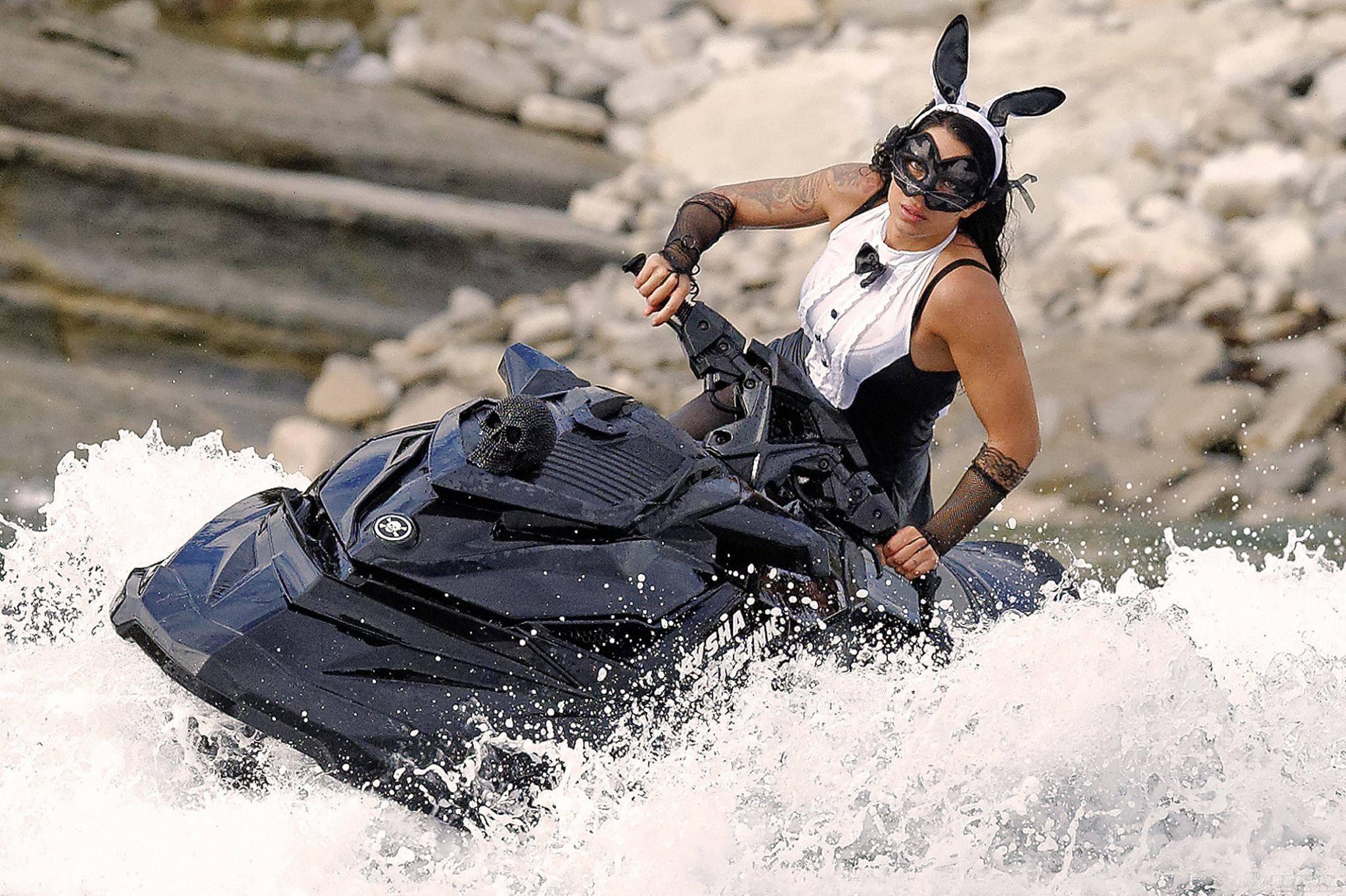 """穿比基尼,水上运动,阳光沙滩,爱好者,救生衣 """"艇""""胸而上 带你浪 d405cd0b7c4ccb55b6b53589f7b00001.jpg"""