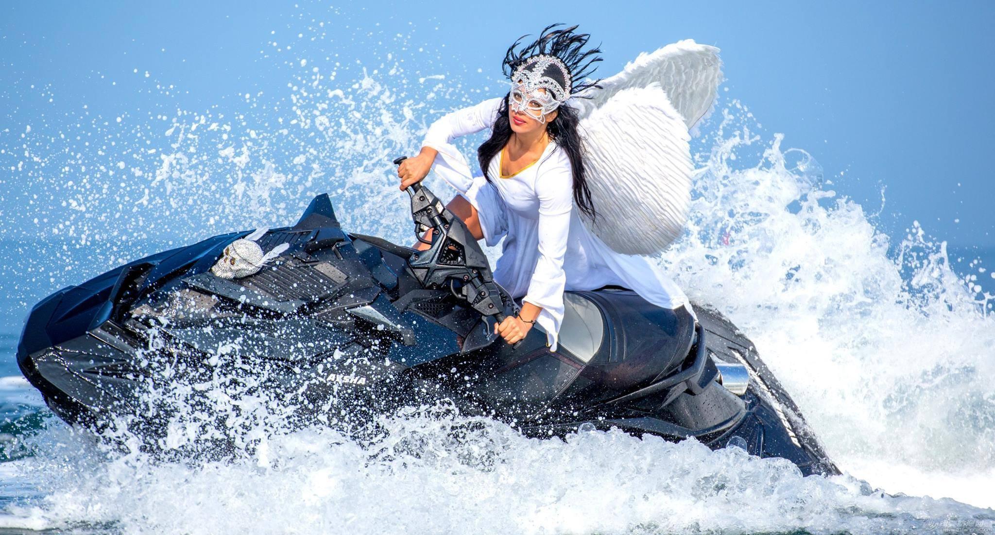 """穿比基尼,水上运动,阳光沙滩,爱好者,救生衣 """"艇""""胸而上 带你浪 f202ccd34f4c4fcfe8442a9d2216bb4a.jpg"""