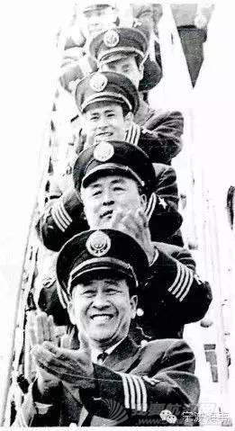 """华盛顿州,太平洋,中国国旗,美国国旗,海上运输 细说""""习大大""""访美时讲的""""柳林海""""轮故事 19e9a9d93cae544866edf48819cc5fc6.jpg"""