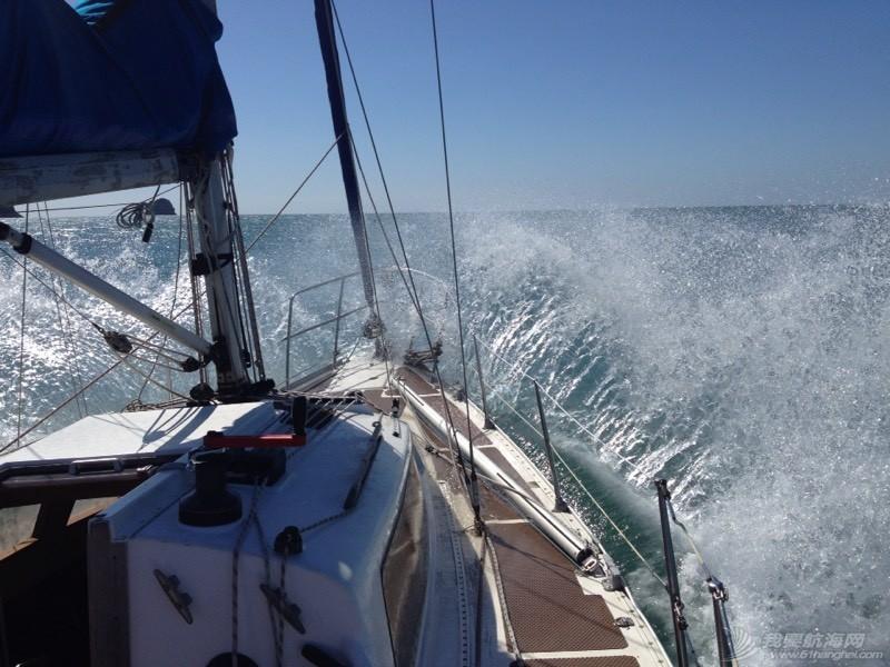 航海人员落水将如何救助--【一手为船,一手为自己】 110129qwon75qw7o8ssnf2.jpg