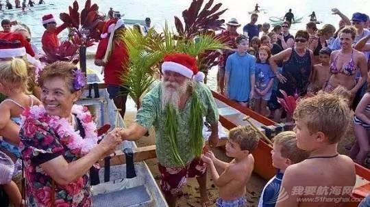 原来圣诞老人在三亚玩儿船! b71123c1871df2142ffc51e2bad749f5.jpg