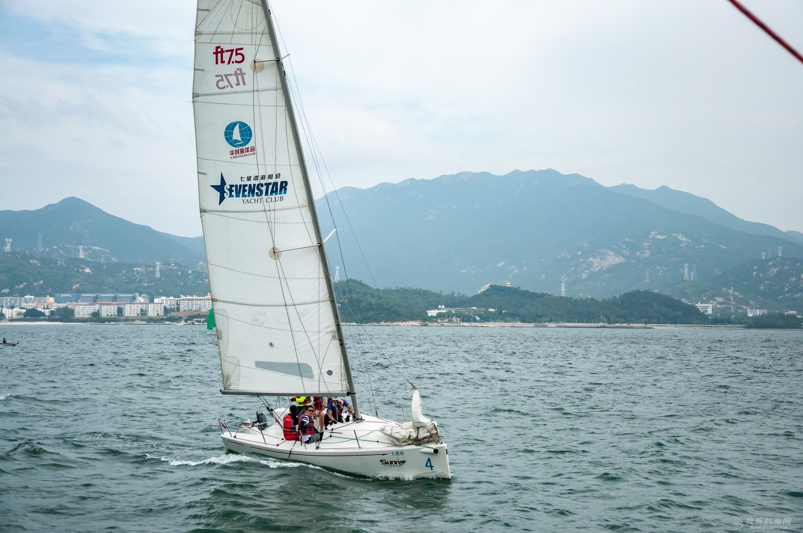 【2015大鹏杯帆船赛】51航海网船队在比赛中 s002.jpg