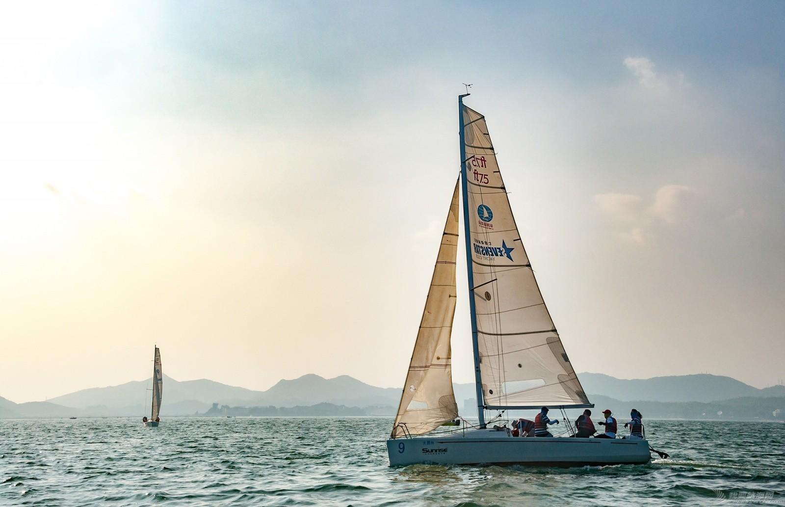 【2015大鹏杯帆船赛】51航海网船队在比赛中 s009.jpg