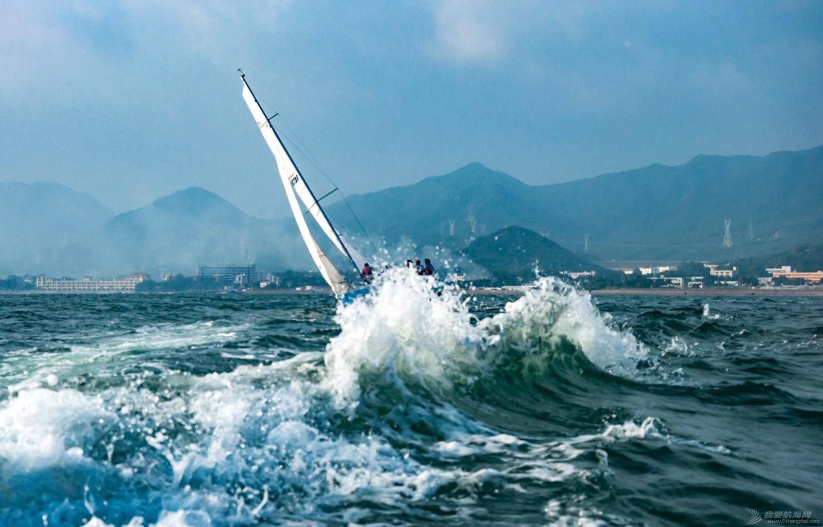 【2015大鹏杯帆船赛】51航海网船队在比赛中 s014.jpg