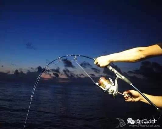 中国垂钓文化历史悠久,海钓在中国起步虽晚,一旦被触发即如汹涌的浪潮席卷而来 5f34b651faad3a015cb514c88a49a9a5.jpg