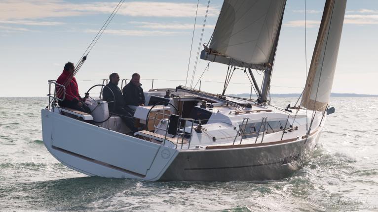 帆船 DUFOUR 382 丹枫382单体帆船