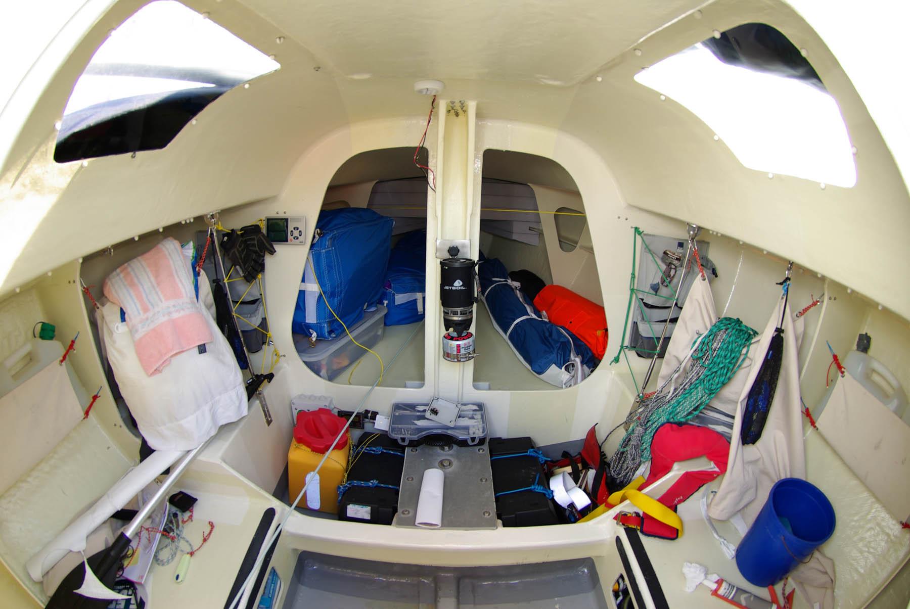 大西洋,爱好者,中国,如何,大海 【视频】单人横渡大西洋帆船赛赛船Mini Transat 650 是如何建造的 interior-de-un-mini-650.jpg