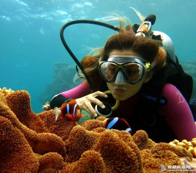 澳洲美女的航海,真的心痒,视频转换艰难,更新到7节。 235530r33c3cei23v6r253.jpg.thumb.jpg