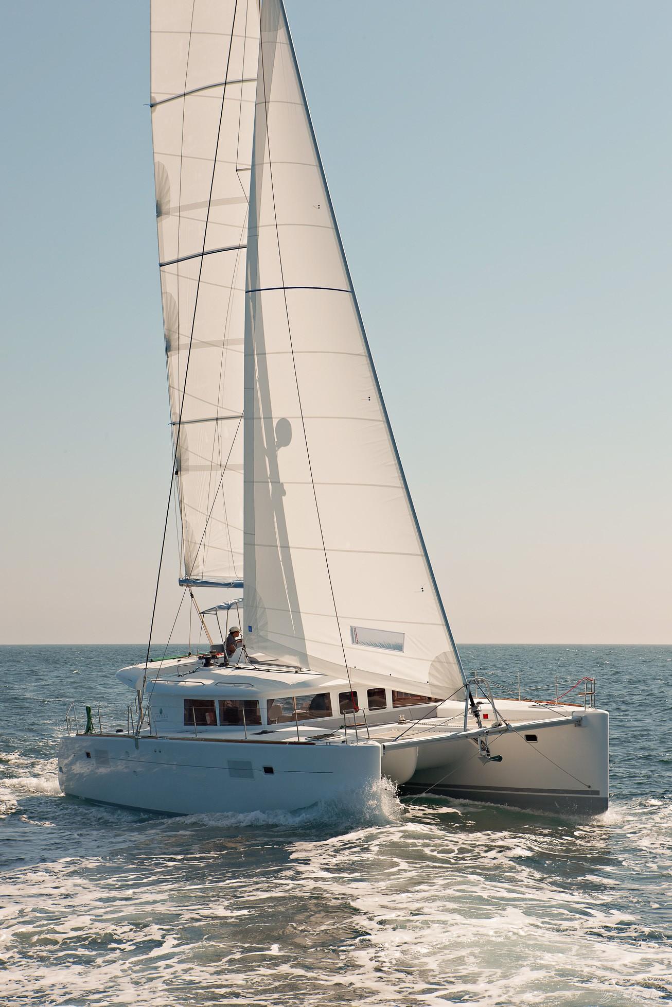 三亚亚龙湾蓝高450双体帆船