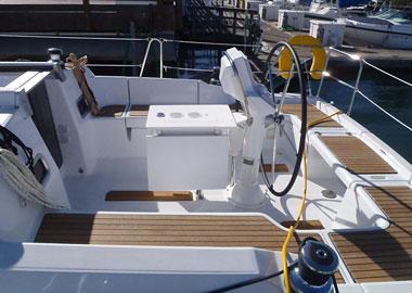 帆船,行业,生产总值,旧金山,交通运输 中美游艇帆船行业的发展差距 B37_Auriah_Cockpit.jpg