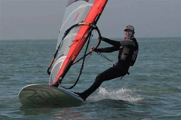 帆船运动,龙卷风,天气,帆板,资讯 浅谈帆船运动和帆板运动的几个简单的区别 2dc05dd9396854afd6d85f1ba67b56ff.jpg