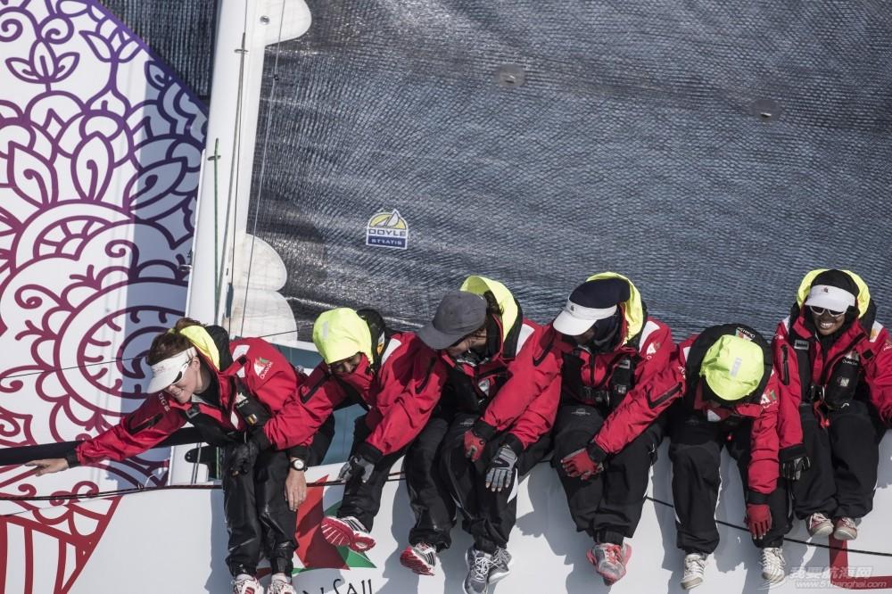 EFG阿拉伯半岛帆船赛再现女子船队  呈现中东女性不同形象 EFG闃挎媺浼崐宀涘竼鑸硅禌濂冲瓙闃熷憳鍦ㄦ捣涓
