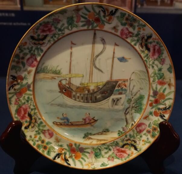 郑和下西洋,航海技术,梁思成,外国人,中国 抢救中式帆船文化(一)西方的研究 香港海事博物馆收藏瓷器上的中式货船