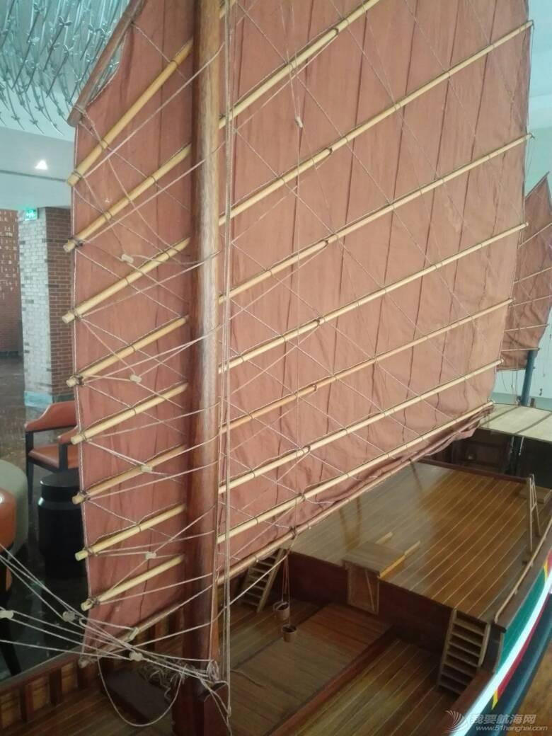 浙江大学海洋学院的中式帆船模型 105250fuuh97nurkllwrnf.jpg