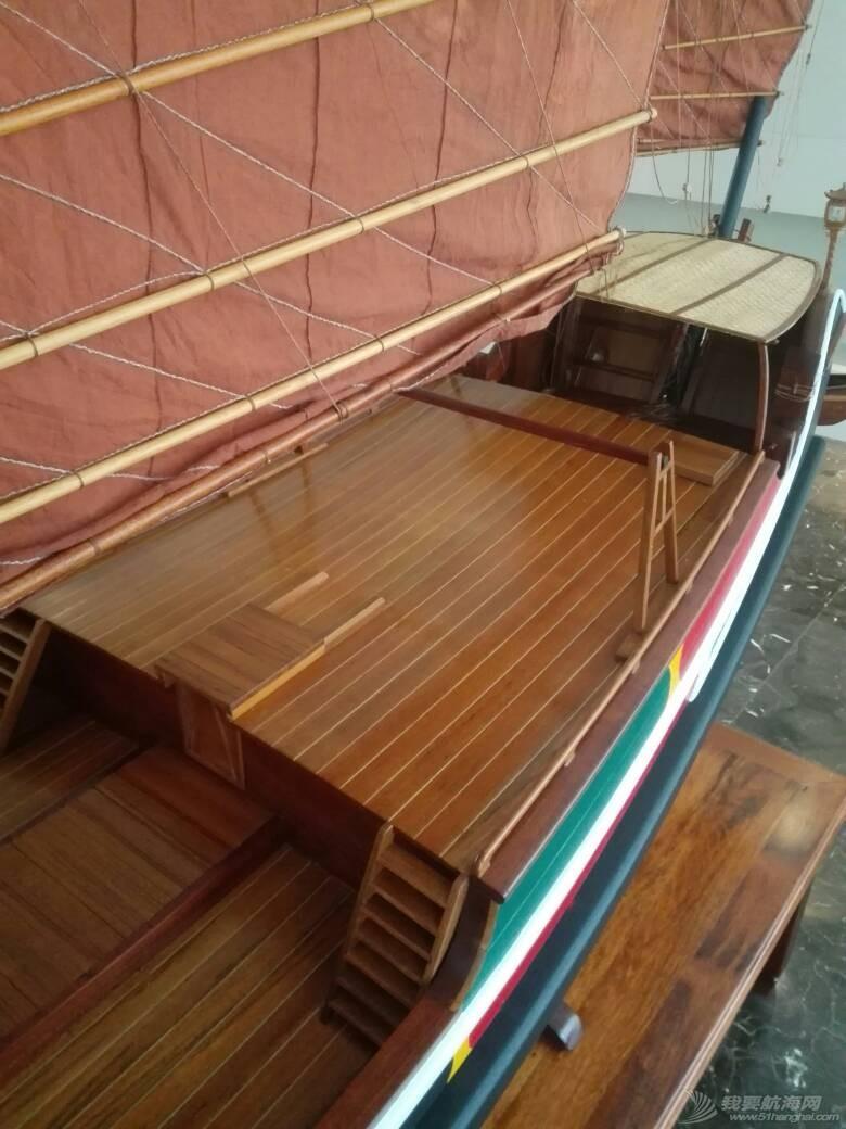 浙江大学海洋学院的中式帆船模型 105250h9zwwxu68wu06j4w.jpg