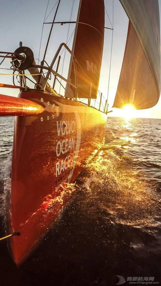 谁能介绍一下国外的帆船网站啊? 125516lromvrczyv1tv1v7.jpg