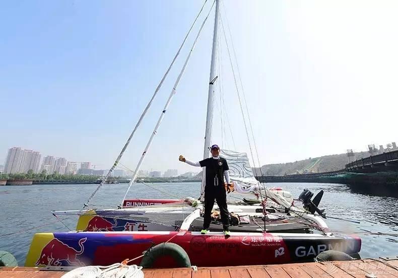 中国航海家王家凌海上遭遇惊魂4小时,绝望之时他遇到一艘如东渔船…… a489e21fe0dda21f06e98c78c3d616a0.jpg