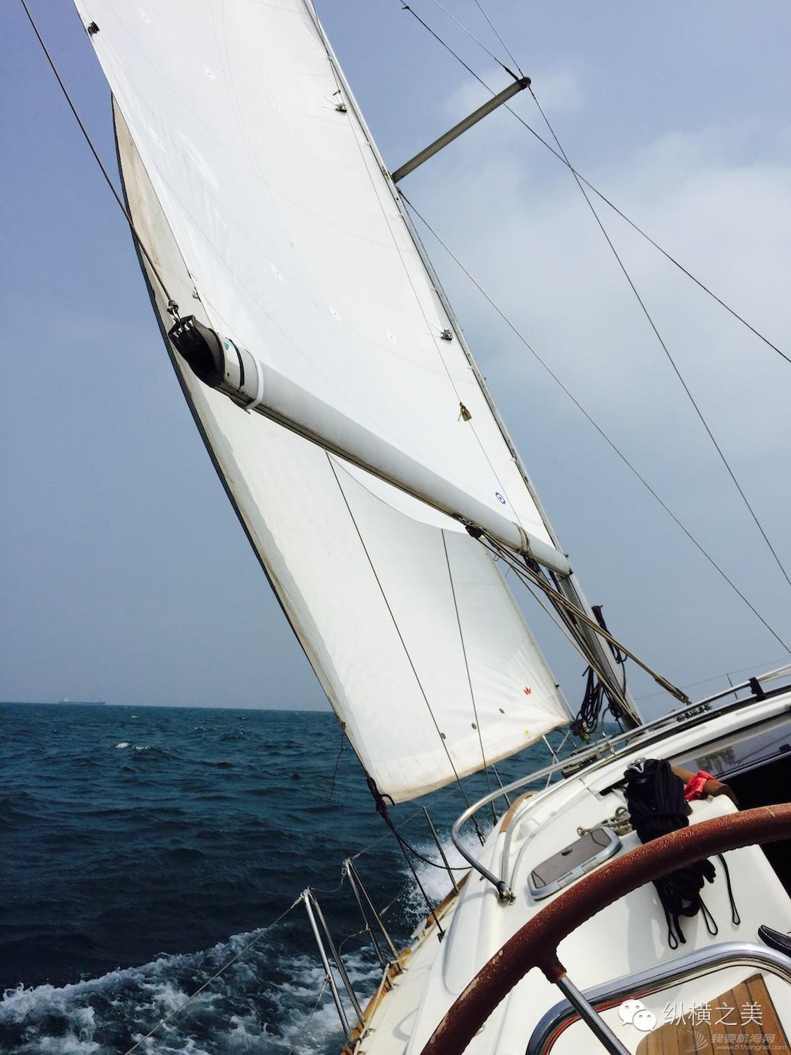 当船身在剧烈摇晃,我用最后一格电,记录下此刻所想 55ea10096e05bfddc9f2a7c32119adb4.jpg