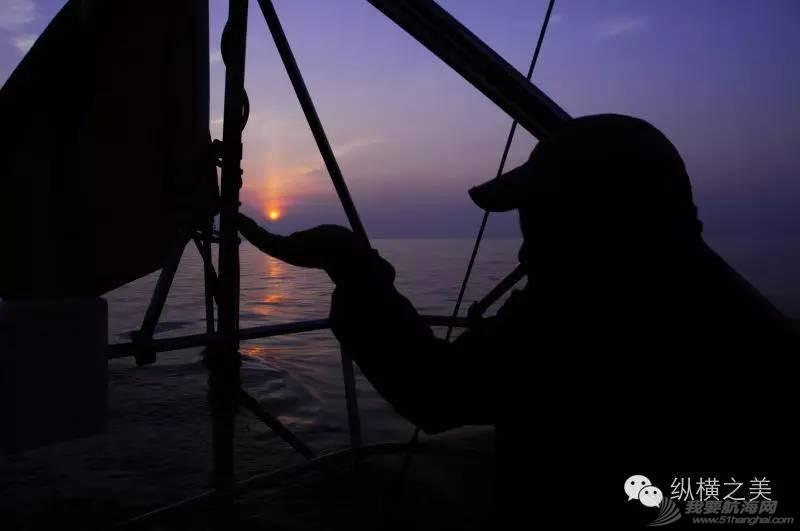 当船身在剧烈摇晃,我用最后一格电,记录下此刻所想 b57aeeb77e102dca9408a2ea35241c54.jpg
