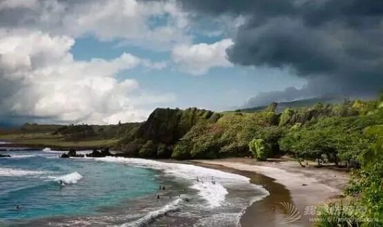 世界上十个最香艳的裸体海滩 cc866b7969af77119985316db7ea13ec.jpg