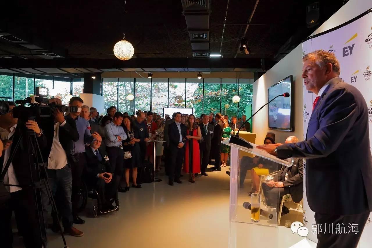 郭川船长出席WOA奥运选手联谊中心开幕仪式和摩纳哥亲王阿尔伯特二世见面 bce39f0204ac9057b16c42b8aed2204d.jpg