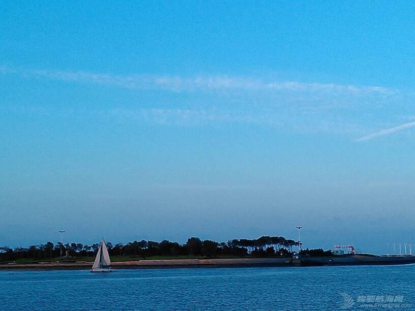 世帆赛基地,惬意的蓝调…… 142005j4vzvf18t3darya8.jpg