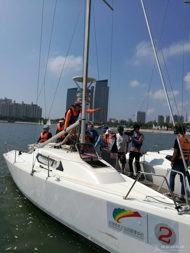 日照电视台来世帆公益基地上船采访,并体验帆船,听说两个美女记者都吐了,哈哈 164742tldmkokokzd3p2kt.jpg