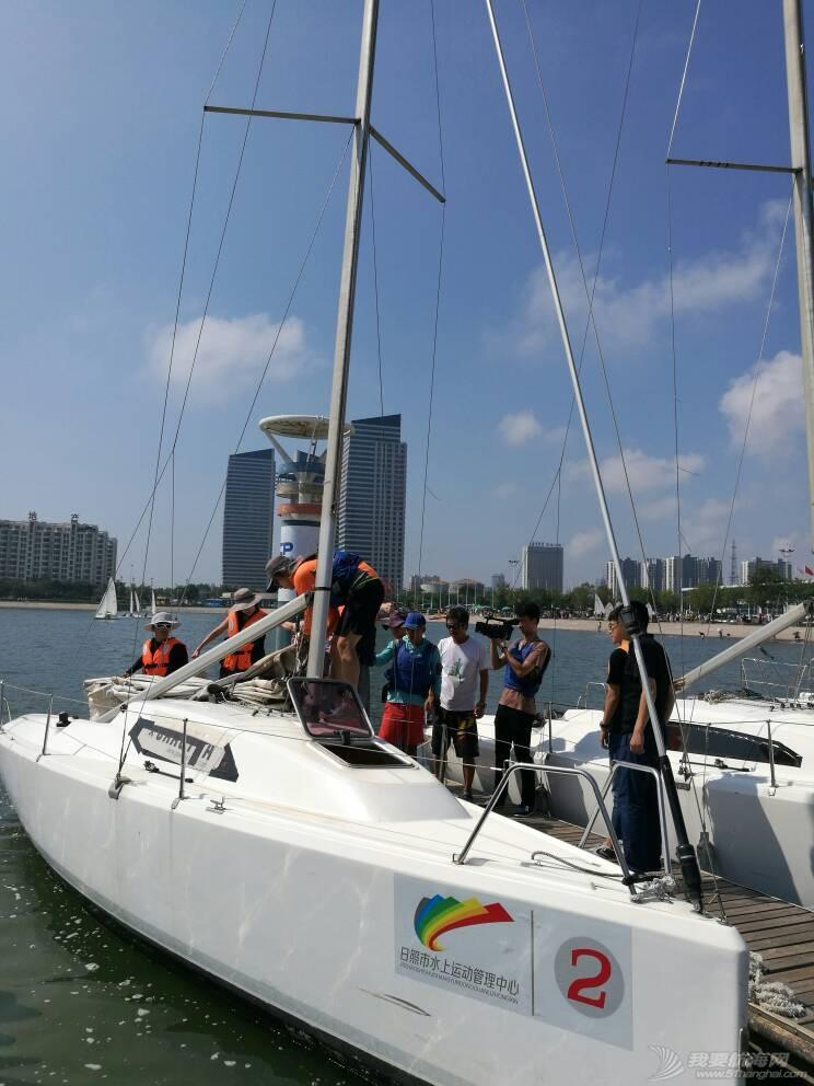 日照电视台来世帆公益基地上船采访,并体验帆船,听说两个美女记者都吐了,哈哈 164743h0rezh4cqqqnrdhh.jpg
